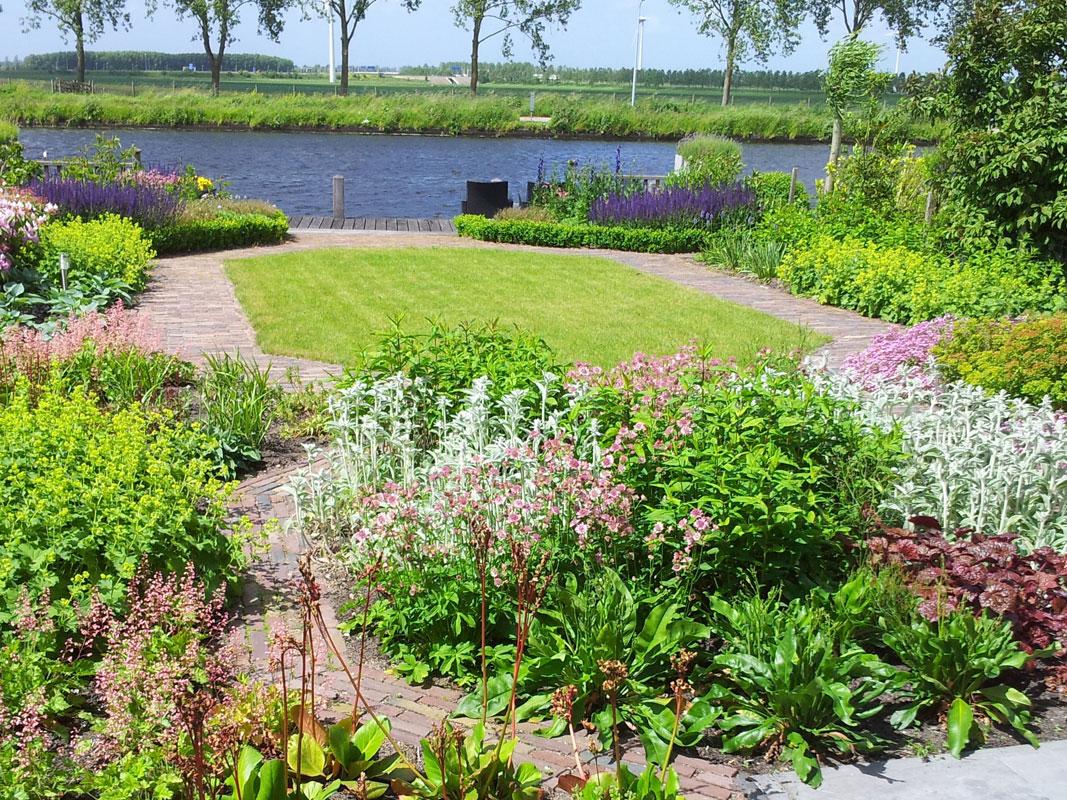 Buitenwens-Tuinontwerp-Heemskerk-Groene-tuin-Leimuiden-aan-de-vaart-Na