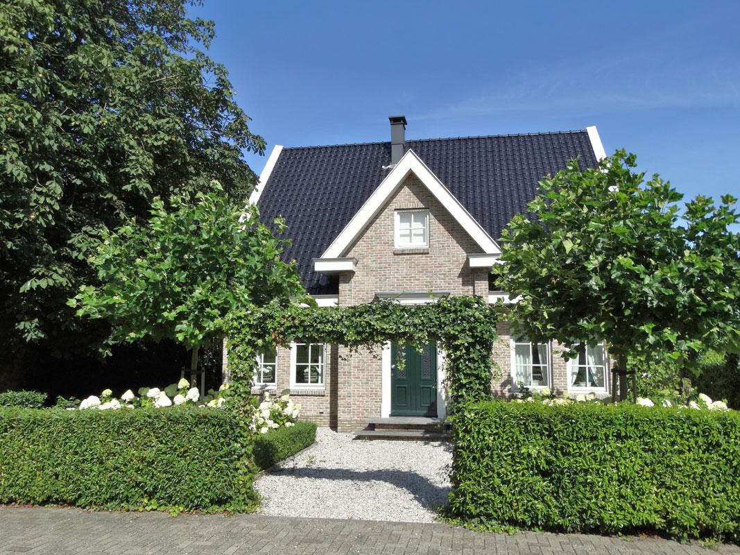 Buitenwens-Tuinontwerp-Heemskerk-LandelijkeTuin-Assendelft-notariswoning-in-polder-Na