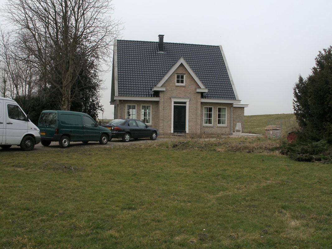 Buitenwens-Tuinontwerp-Heemskerk-LandelijkeTuin-Assendelft-notariswoning-in-polder-Voor