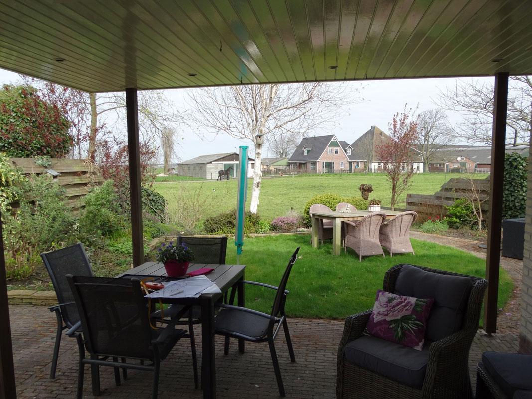 Buitenwens-Tuinontwerp-Heemskerk-LandelijkeTuin-Uitgeest-aan-sloot-en-weiland-Voor