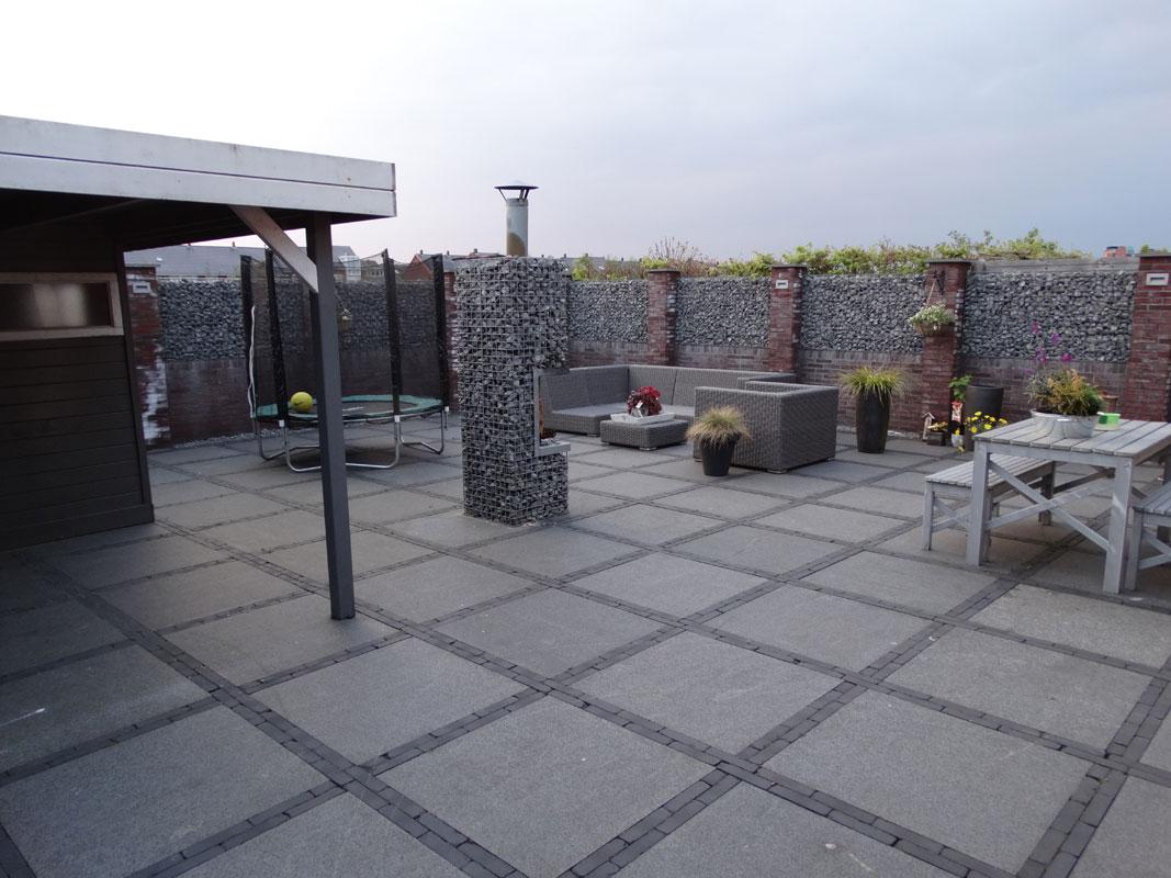 Buitenwens-Tuinontwerp-Heemskerk-Moderne-Leef-Tuin-Beverwijk-met-parasolbomen-hangmat-Voor