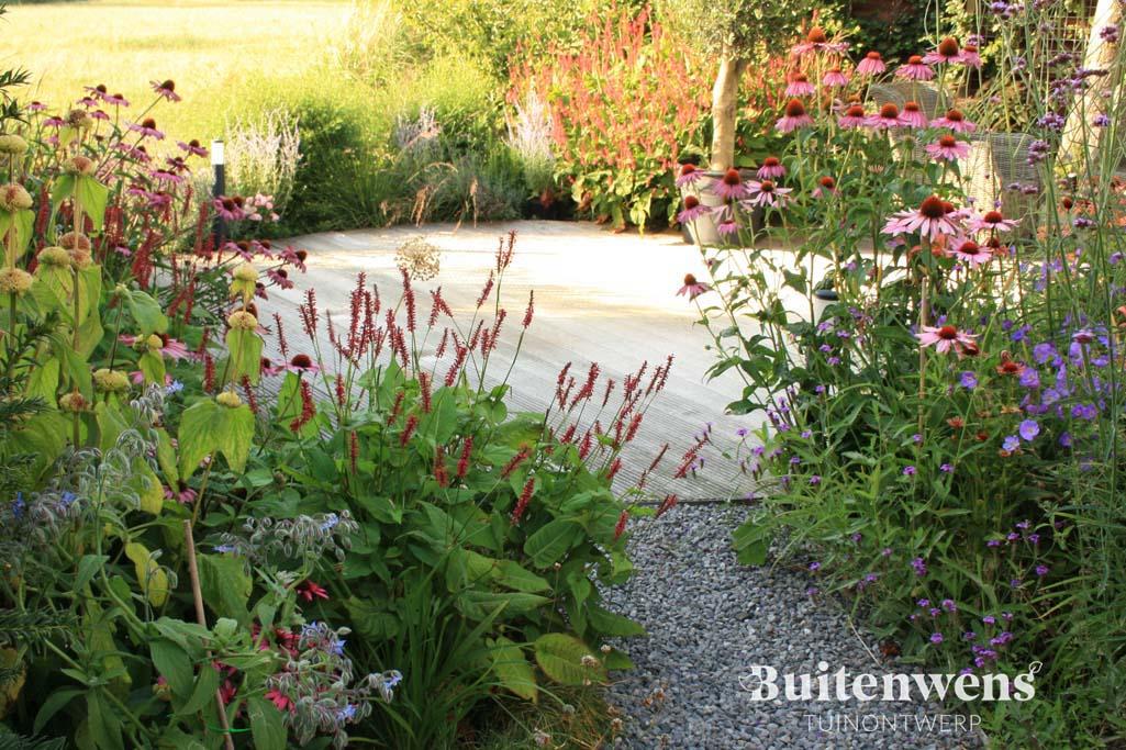 Buitenwens Heemskerk Tuinontwerp Eric en Angelique Bloemrijke tuin in de polder