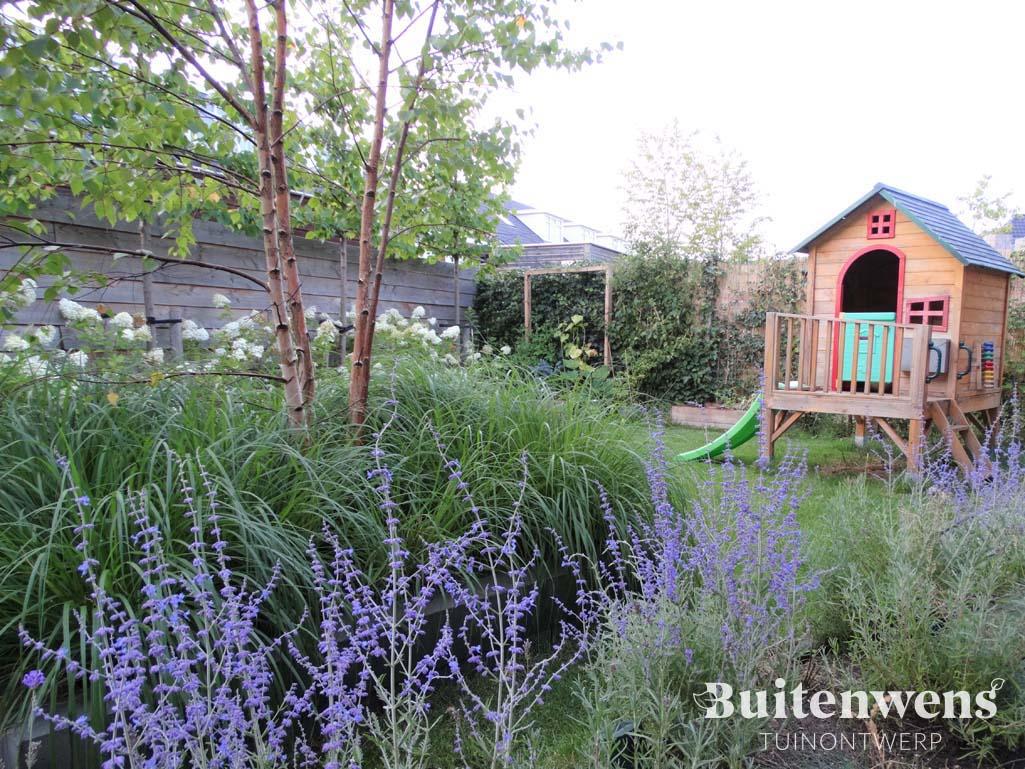 Speelhuisje en witte berk Buitenwens Tuinontwerp Heemskerk