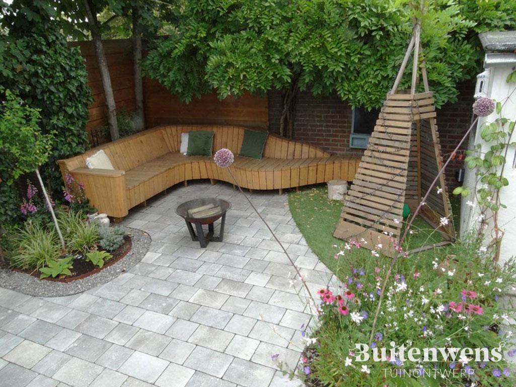Buitenwens-Tuinontwerp-Heemskerk-Kleine-Stadstuin-Zandvoort-met-Hangstoel