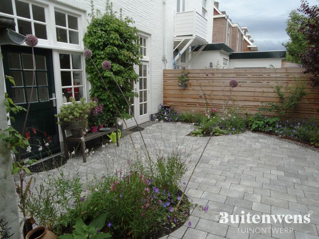 Buitenwens-Tuinontwerp-Heemskerk-Kleine-stadstuin-Zandvoort-bij-Huis-jaren-30