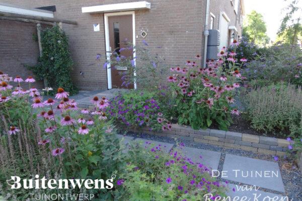 Buitenwens-Tuinontwerp-Heemskerk-Metamorfose-Bloeiende-voortuin